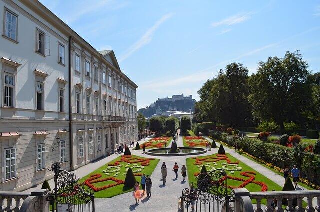 ארמון מיראבל והגנים