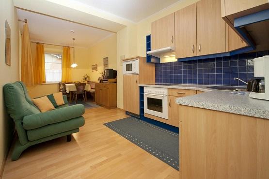 פינת הישיבה והמטבח ב-Appartements Schwarzvilla