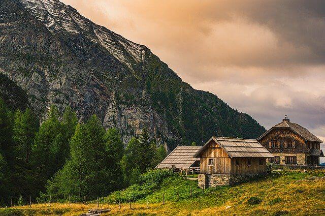 בתים עתיקים קרינתיה