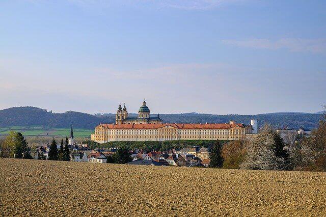 מבט על מנזר מלק