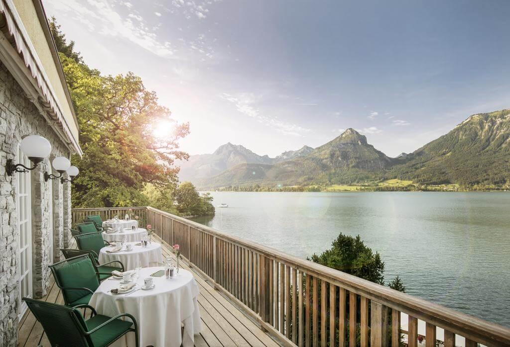 הנוף מהמלון ישירות לאגם